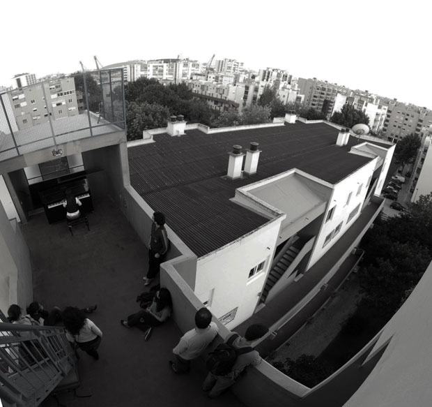 Lisboa. Maio 2011. No topo de um prédio em Telheiras