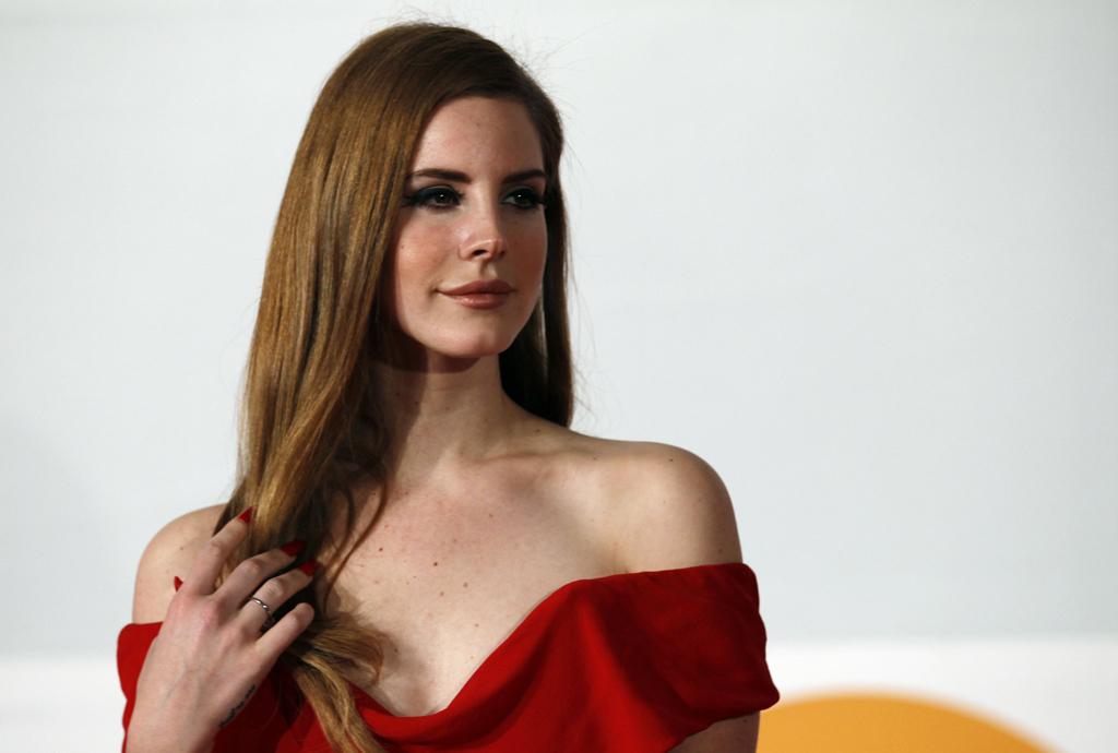 Lana Del Rey na cerimónia dos Brit Awards, onde ganhou o prémio de revelação internacional