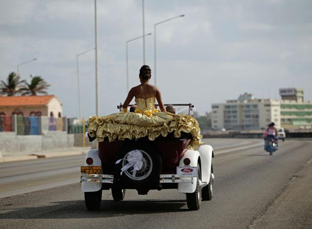 Uma ´quinceanera´ em desfile. Aos 15 anos, como sucede em muitos países latinos, as raparigas têm direito a gala de debutante
