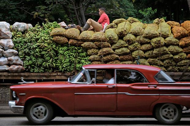 Carregamento de vegetais a caminho do mercado
