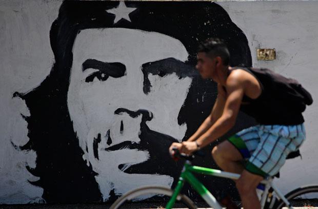 Che Guevara em mural, figura omnipresente