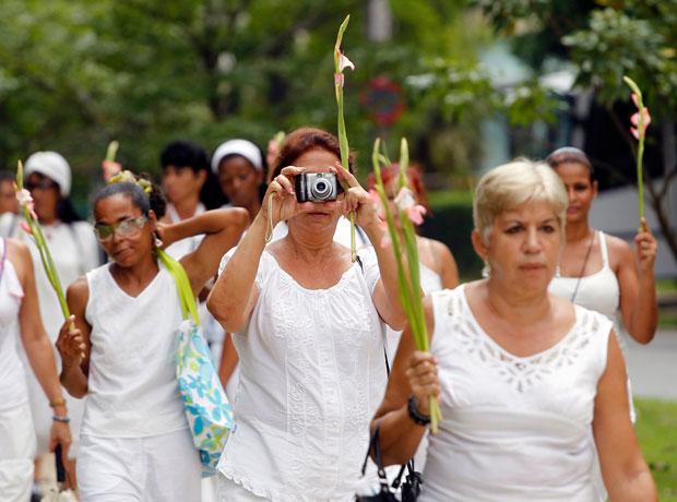 Las Damas de Blanco, grupo formado por familiares de dissidentes presos. Todas as semanas as Damas de Blanco protestam pacificamente em Havana (Julho 2010)