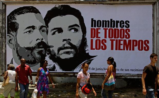 Em mural:Antonio Maceo, ilustre da independência, e o revolucionário Che (Junho 2011)