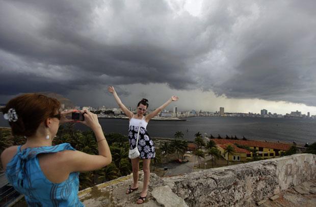 Turistas na fortaleza colonial El Morro