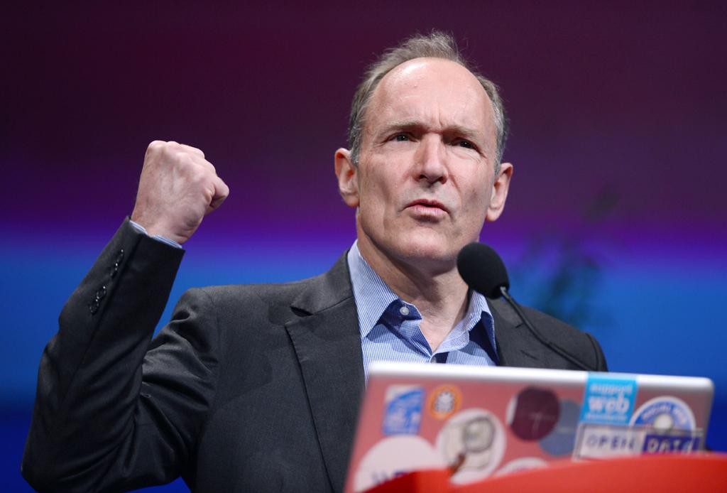 """Tim Berners-Lee defende que a vigilância estatal a praticamente todos os domínios da Internet é uma """"destruição dos direitos humanos"""""""