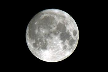 A Lua cheia de sábado à noite estará 30% mais brilhante