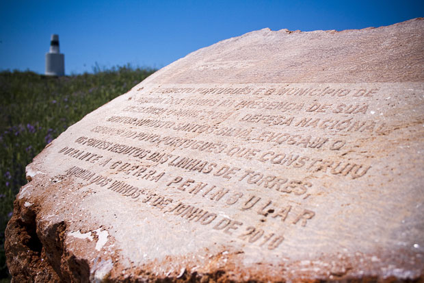 Uma placa informativa sobre as guerras peninsulares no Forte da Carvalha
