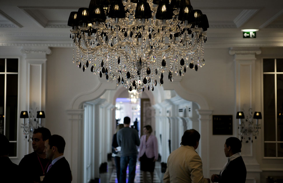 A decoração luxuosa é uma marca da cadeia de hotéis, visível logo no hall de entrada
