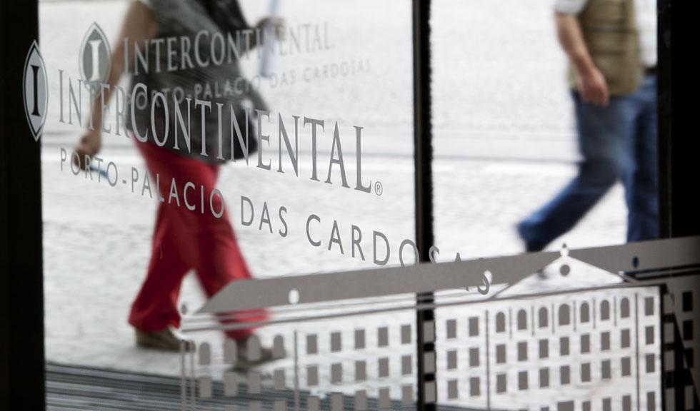 O Intercontinental está instalado no Palácio das Cardosas, um edifício histórico que começou a ser construído ainda no século XVIII