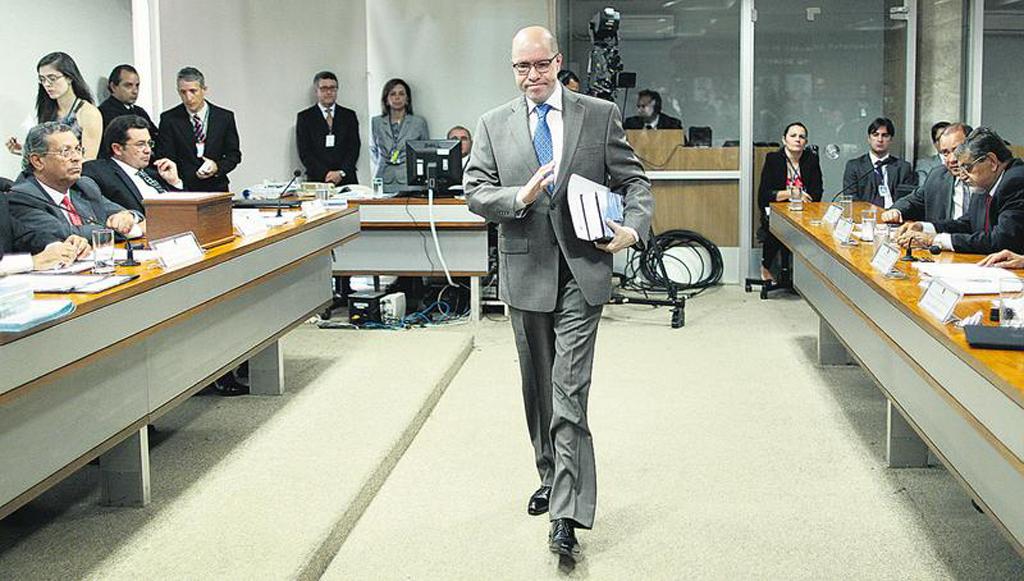 O senador Demóstenes Torres é acusado de ter mentido, quando disse que a sua relação com Cachoeira era só de amizade