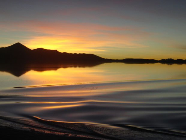 Pôr do Sol em pleno Salar do Uyuni - Bolívia, quando o deserto se transformou num lago... Maio de 2011. Uma autêntica pintura | Foto de Marta Alexandre Baeta Gabriel (300, muito comentada e elogiada))
