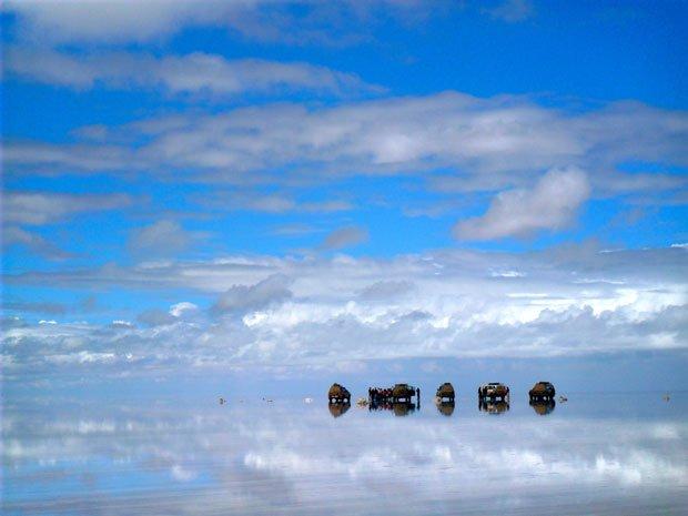 Em colaboração com a Global Challenges - Experiences of a Lifetime, organizadora dos 'challenges' Portugal Dakar e Portugal Marrocos, decorreu um passatempo fotográfico em Junho/Julho na Fugas sob o mote de turismo na Natureza ou de Aventura. Das 10 fotos mais populares, o júri escolheu a vencedora, a foto acima, de Gonçalo Cevada, na Bolívia. Esta fotogaleria inclui as 20 fotos que se tornaram mais populares. O vencedor ganhou uma máquina fotográfica digital Olympus | Foto de Gonçalo Cevada: