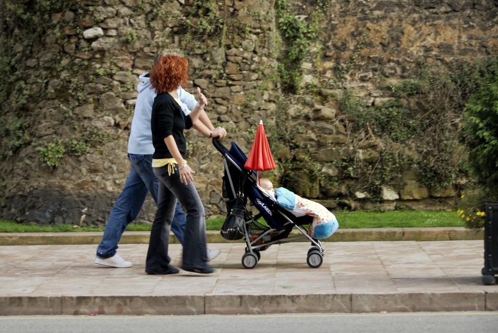 Estudo alemão diz que os que têm filhos mais tarde conseguem níveis mais altos de felicidade após o nascimento da criança