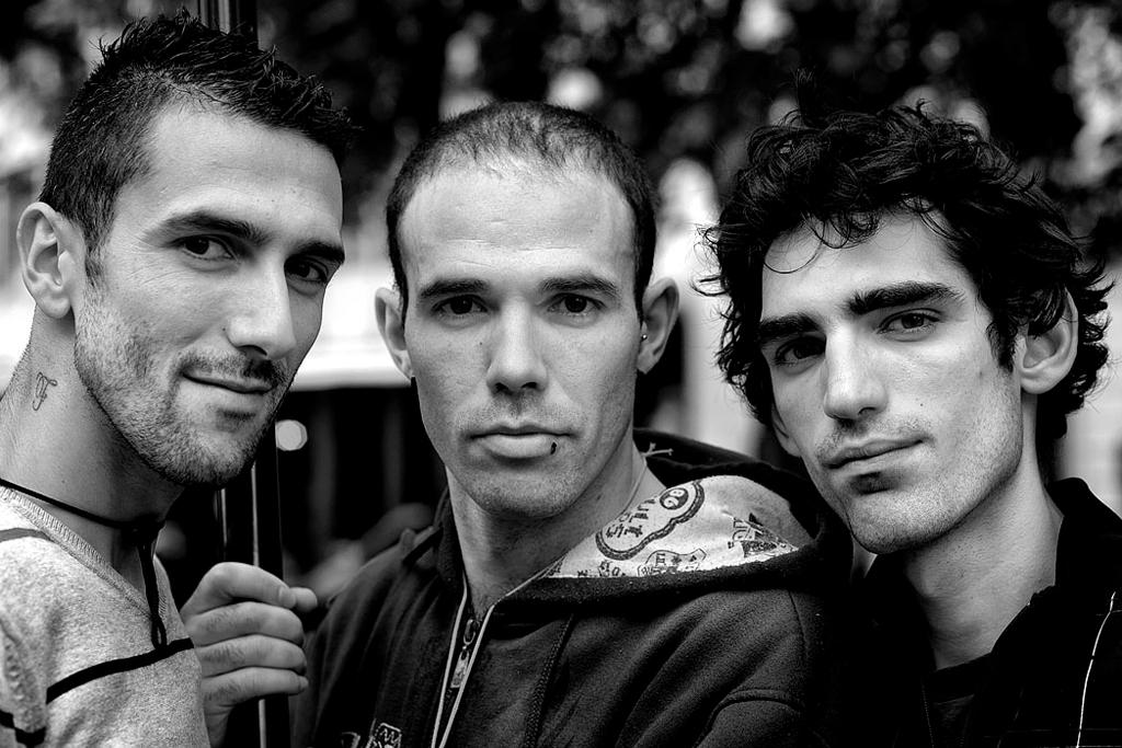 """<p>Três irmãos desempregados fotografados para o blogue <a href=""""http://blogues.publico.pt/odesempregotemrosto/"""" target=""""_blank""""><i>O Desemprego Tem Rosto</i></a></p>"""