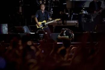 Springsteen, 62 anos, correu o palco todo