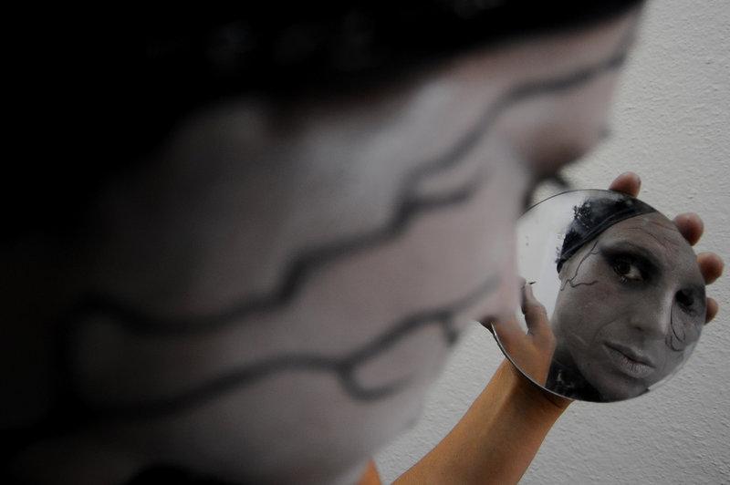 Desde 1997, Espinho acolhe o Encontro Nacional de Estátuas Vivas, um evento em que participam dezenas destes artistas da imobilidade e da recriação de personagens e cenas. Uma fotogaleria de Paulo Pimenta que capta momentos da última edição do encontro, o 15.º, realizado em Junho |
