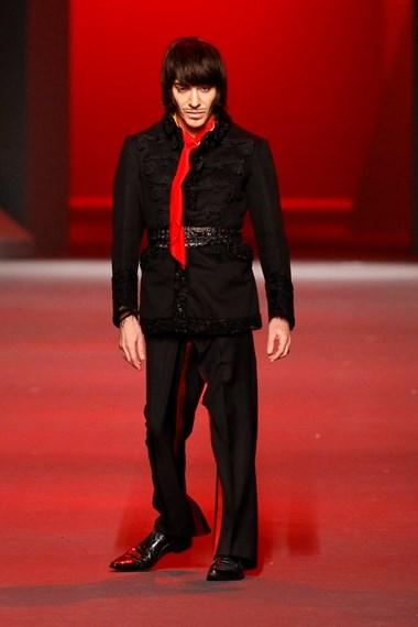 John Galliano no final da apresentação da colecção Dior Primavera/Verão 2011, em Paris