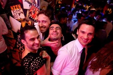 A noite gay está a ficar hetero-friendly