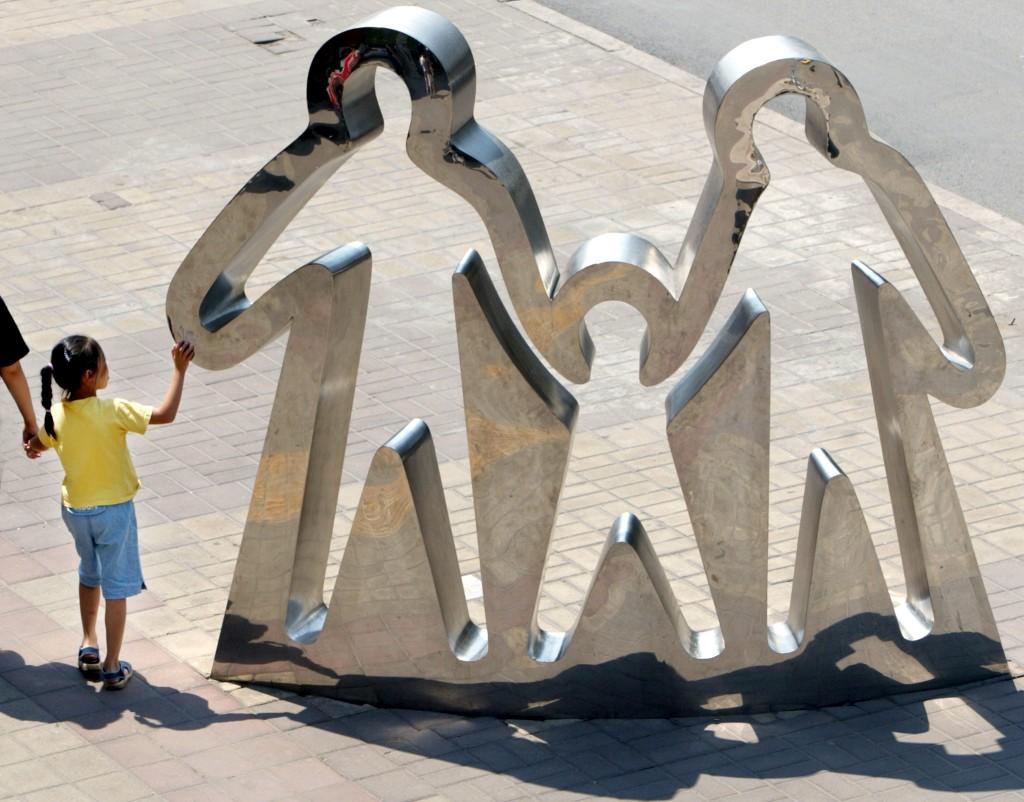 Escultura a promover a política de um filho, em Pequim