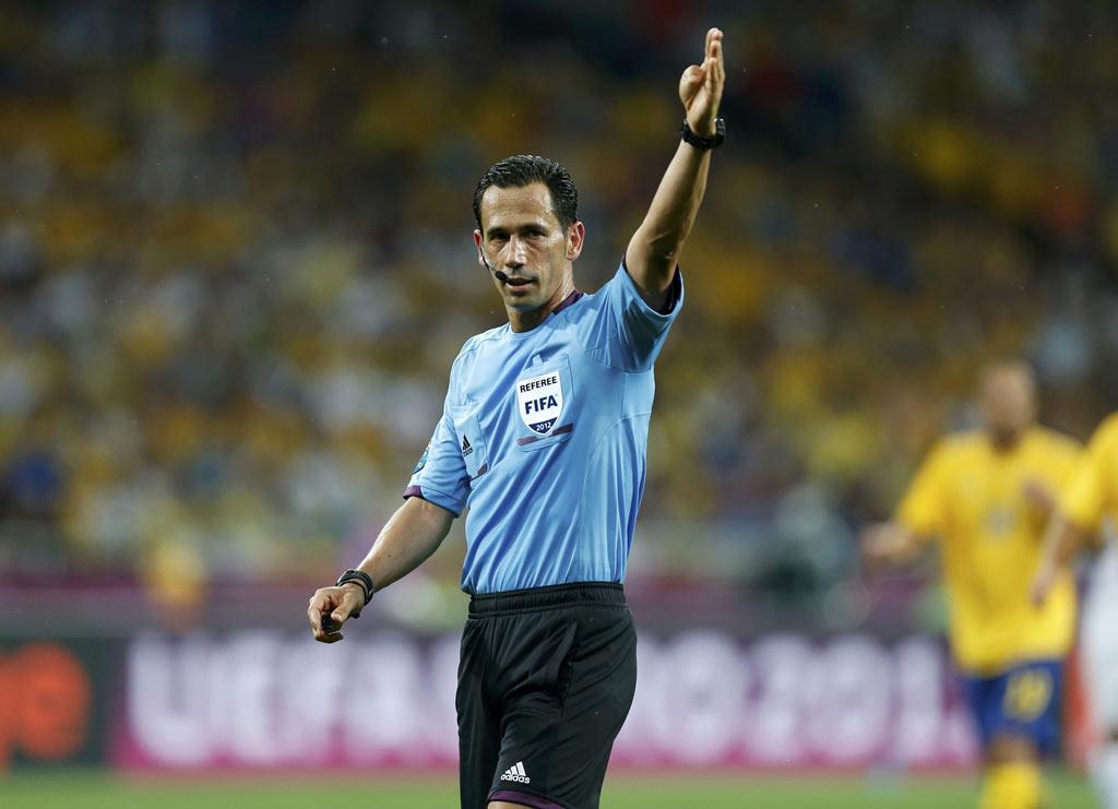Pedro Proença entre os três candidatos a arbitrar a final