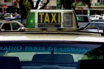 Taxistas vão organizar uma marcha lenta de protesto na próxima segunda-feira