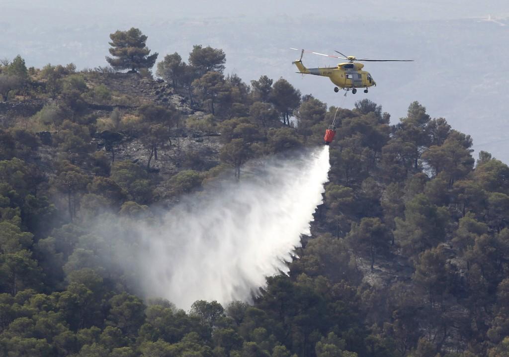 Há 43 meios aéreos e 1800 pessoas envolvidas no combate às chamas em Espanha