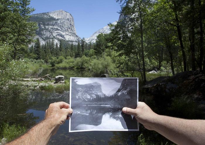 EUA, Yosemite National Park, 20.07.2011 | Original fotografado no dia 20 de Julho e em primeiro plano uma imagem datada de 1900. As autoridades têm um plano para cortar centenas ou milhares de árvores do vale para facilitar as vistas das cataratas e granitos. Plano com direito, claro, a polémica feroz |