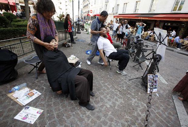 França, Paris, 31.07.2011 | Massagens grátis à disposição no centro de Paris