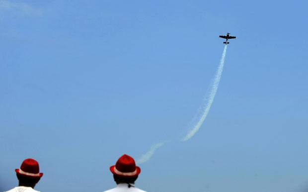 Espanha, Gijón, 31.07.2011 | A ver os aviões durante uma exibição aérea da Força Aérea Francesa em exercícios naquela região do norte de Espanha