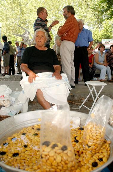 Os tremoços são tradicionalmente vendidos um pouco por todo o país durante a época de Verão.