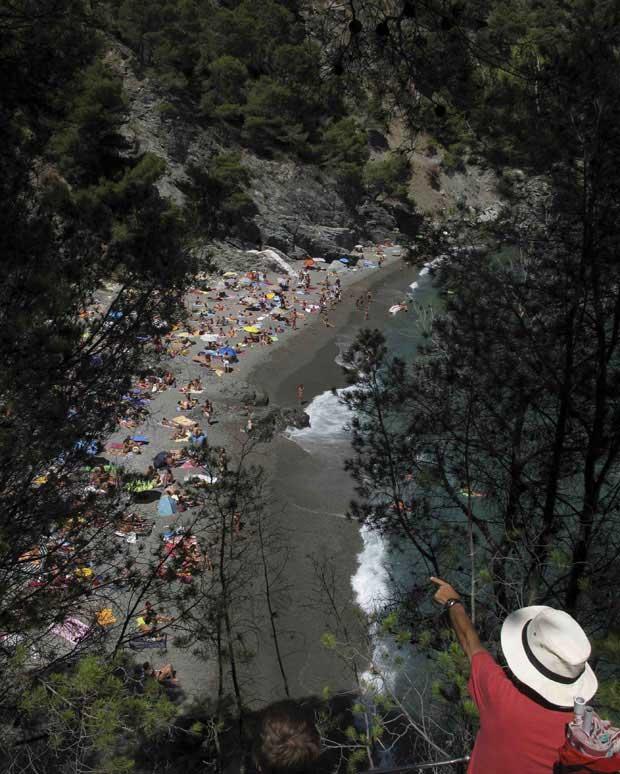 Catalunha, 09.09.2011 | A espreitar a praia de Fonda, em Begur, na Costa Brava catalã, perto de Girona.