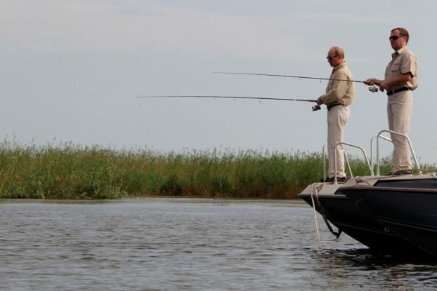 Rússia, 16 de Agosto de 2011 O Presidente russo, Dmitri Medvedev, e o primeiro-ministro, Vladimir Putin, partilham o gosto pela pesca