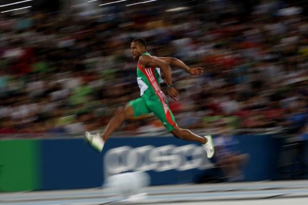 <p>Nélson Évora foi o último atleta nacional a colocar a bandeira portuguesa no mastro olímpico mais alto</p>