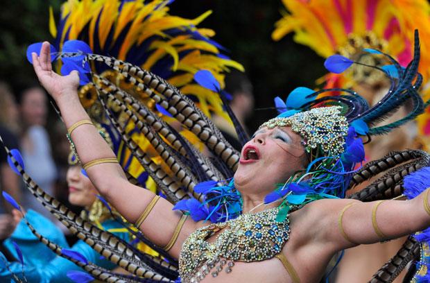 Reino Unido, Londres, 29.08.2011 | Uma das artistas do gigantesco carnaval de Notting Hill. Fotogaleria em http://fugas.publico.pt/292528.