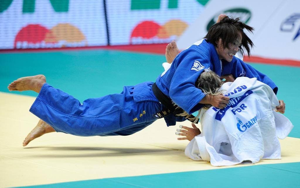 <p>A japonesa Kaori Matsumoto (aqui num dos combates que já fez com Telma Monteiro) é conhecida pela forma agressiva como combate</p>