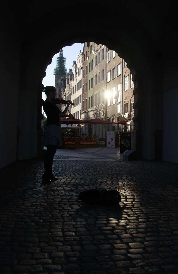 Polónia,  Gdansk, 04.09.2011 | E, subitamente, uma violinista. Música no centro histórico de Gdansk.