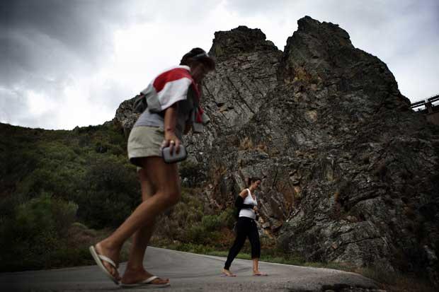 Antes ou depois de uma visita a Santa Luzia, para observar o engenho do homem e o efeito esmagador da Natureza, é obrigatória uma passagem em Casal da Lapa