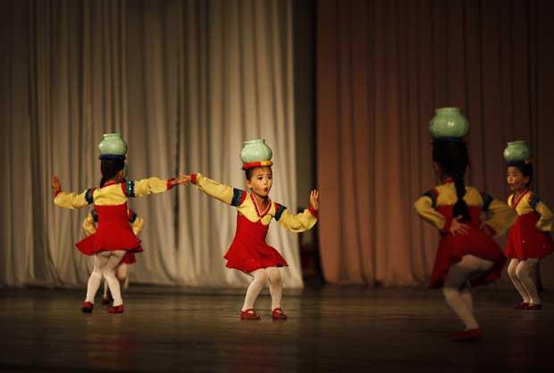 As coreografias são sempre milimetricamente perfeitas.
