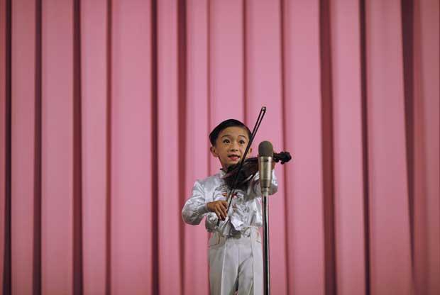 Um pequeno violinista de Rason.