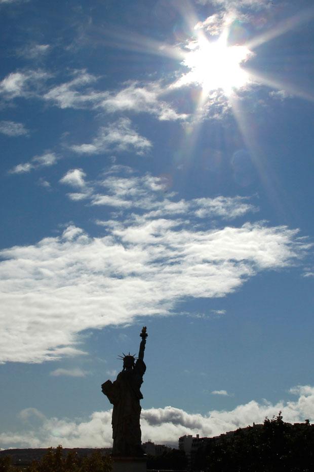 França, Paris, 11.09.2011 | A réplica parisiense da Estátua da Liberdade, fotografada em Paris a 11 de Setembro.