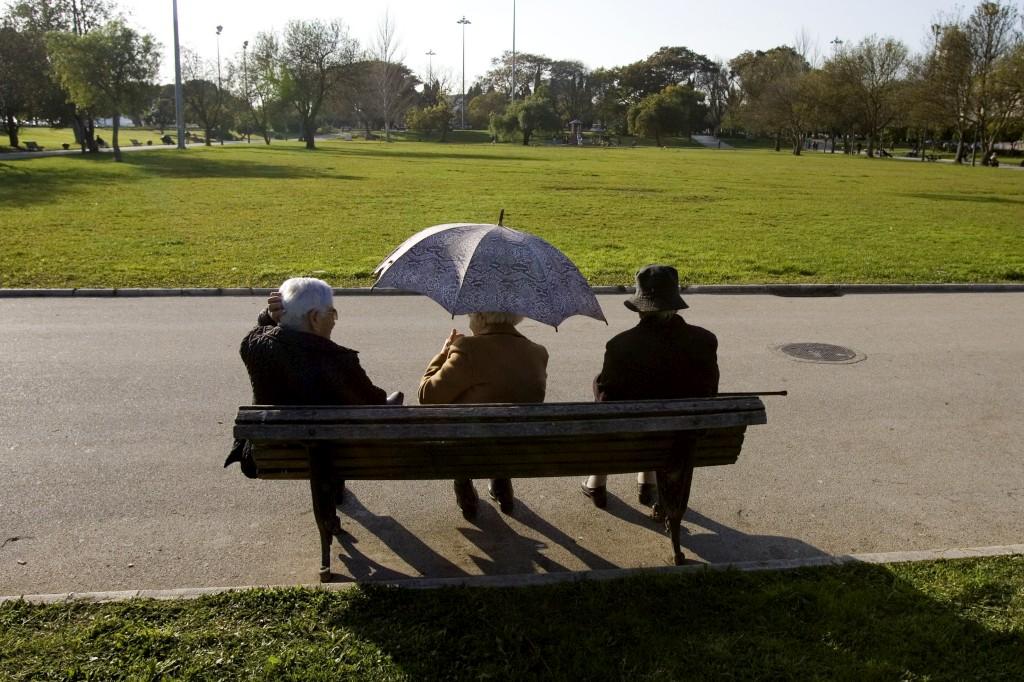 Aos 85 anos, há cerca de seis mulheres por cada quatro homens