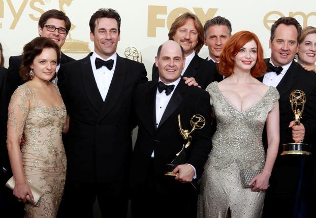 O produtor e o actores da série Mad Men, que obteve o emmy da categoria Melhor Série de Drama