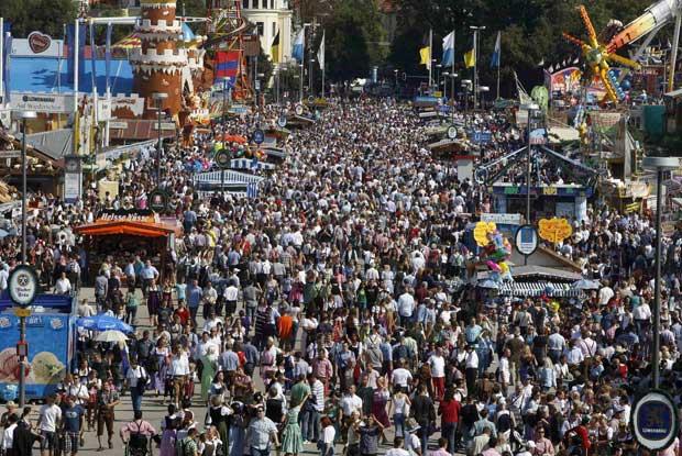 Mais de seis milhões de pessoas deverão passar pela festa da cerveja.