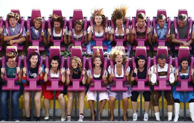 A diversão passa também por uma feira popular cheia de atracções onde não falta adrenalina.