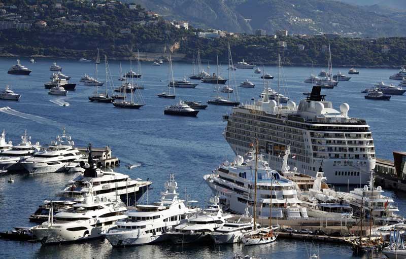 Mónaco, 21.09.2011 | Uma parte da colecção de barcos de luxo no porto do Mónaco durante uma mostra internacional de iates de luxo.