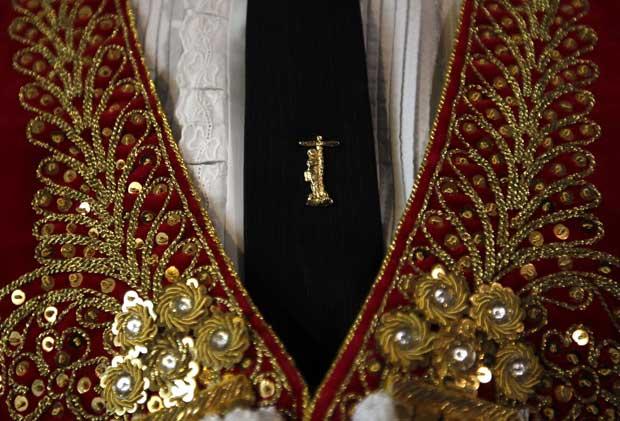 Um detalhe do traje do toureiro Serafin Martin.