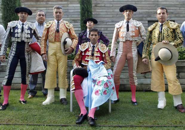 Retrato de família, com o toureiro Serafin Martin e equipa.