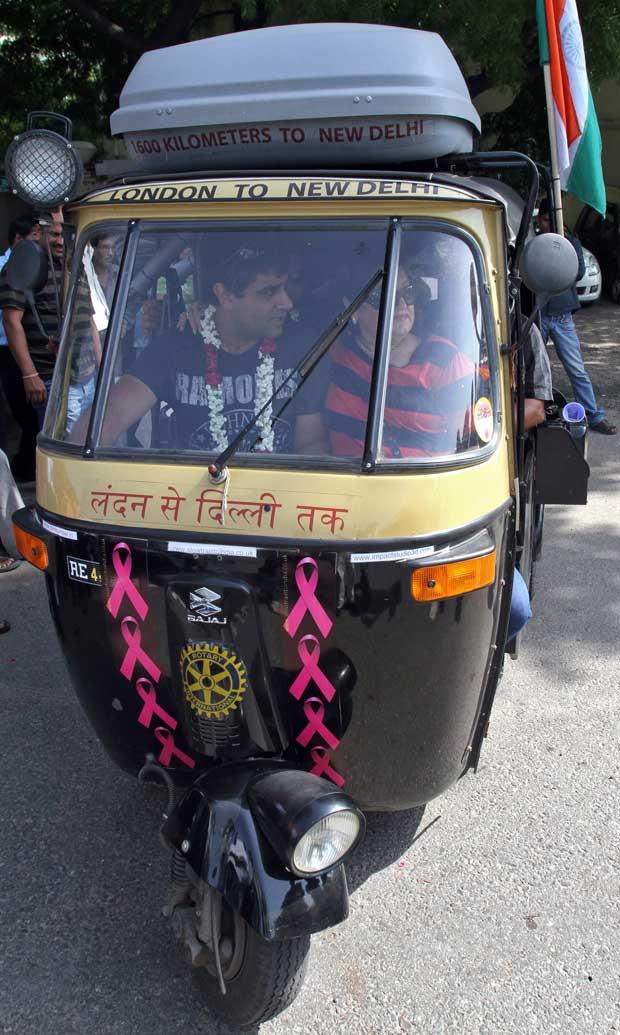 Índia, 20.09.2011 | O Flying Rani, um riquexó motorizado (motor de 175cc) de Sanjay Sharma, um especialista em novas tecnologias que vive no Reino Unido e que decidiu cruzar 14 países de Londres a Nova Deli.