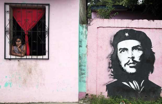 Nicarágua, 28.09.2011 | O olhar de uma menina nicaraguense e a memória do olhar de Che Guevara.