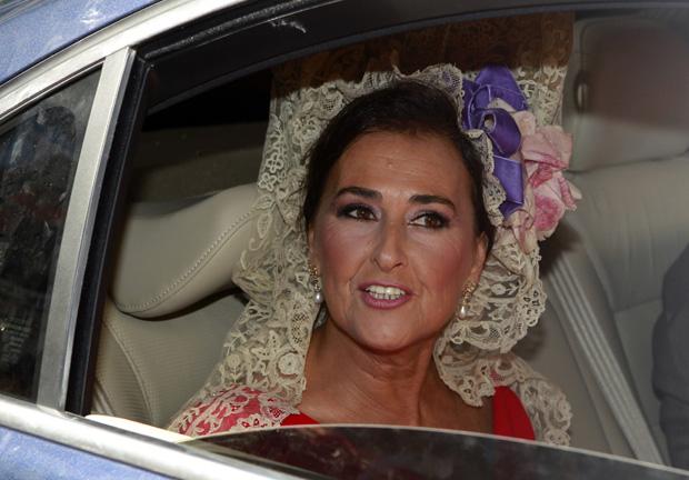 A chegada de Carmen Tello, esposa do toureiro espanhol Curro Romero e amadrinha do casamento